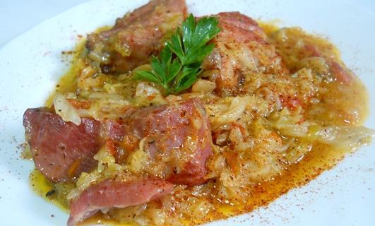 Varza calita cu carne de porc