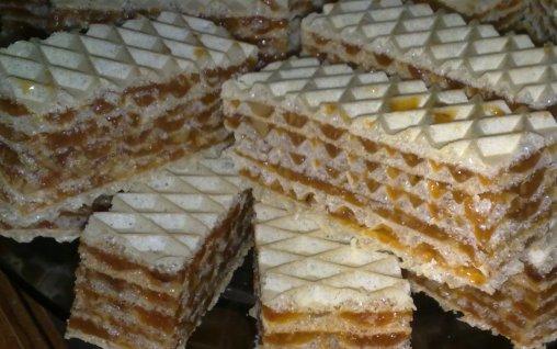 Napolitane cu crema de caramel si nuca