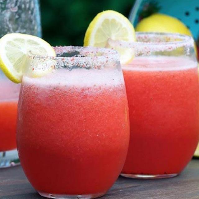 Cocktail de capsuni si lamaie