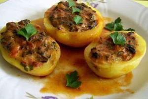 Cartofi umpluti cu branza si ciuperci