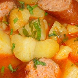 Tocanita de cartofi cu carnati taranesti